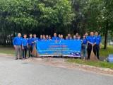 """Đoàn cơ sở Tổng Công ty Becamex IDC: Phối hợp thực hiện công trình thanh niên """"Hoa trên nắp cống"""""""