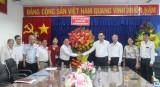 越南教师节:省人民委员会领导向省教育培训厅致以祝贺