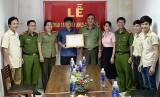 Công an tỉnh Bình Dương: Khen thưởng đột xuất Đội phòng cháy chữa cháy cơ sở Công ty Quang Du