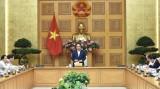 政府总理阮春福会见纺织品服装和皮革鞋类企业代表
