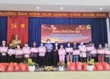 Thêm 665 phần quà tết được trao tặng cho các đối tượng khó khăn trên địa bàn tỉnh