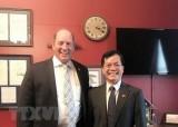 越南驻美大使与美国众议员泰德·游贺通电话