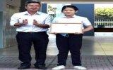 Khen thưởng nữ sinh lớp 6 nhặt được túi đựng vàng trả lại cho người đánh mất