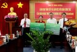 Vietcombank trao tặng 2 tỷ đồng hỗ trợ người có hoàn cảnh khó khăn, công nhân lao động