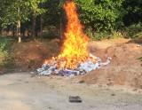 Công an huyện Phú Giáo: Tổ chức tiêu hủy hơn 6.500 bao thuốc lá điếu ngoại nhập lậu