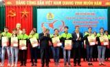 越南领导走访慰问并向贫困户、优抚家庭送上温暖