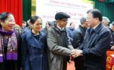 党和国家领导人赴各地方和各单位赠送年礼