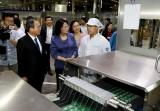 Phó Chủ tịch nước Đặng Thị Ngọc Thịnh thăm và tặng quà người lao động tỉnh Bình Dương