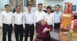 Lãnh đạo UBND tỉnh thăm và tặng quà tết các gia đình chính sách ở huyện Bàu Bàng