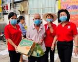 Hội Chữ thập đỏ các cấp: Trao tặng thêm nhiều phần quà tết cho người nghèo
