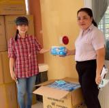 Tặng 20.000 khẩu trang cho ấp Cà Na, xã An Bình