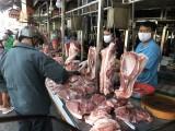 Gần tết, giá thịt heo chợ truyền thống giảm