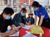 TP.Dĩ An: Đoàn viên thanh niên hỗ trợ người dân khai báo y tế