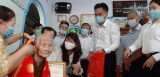 Lãnh đạo UBND tỉnh Bình Dương thăm, tặng quà, mừng thọ người vừa tròn 100 tuổi