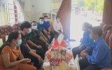 Huyện đoàn Bắc Tân Uyên tổ chức thăm, tặng 13 phần quà cho thanh niên tình nguyện nhập ngũ