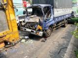 Tai nạn liên hoàn, tài xế xe tải mắc kẹt trong cabin