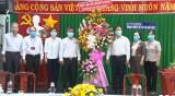 Thành ủy -HĐND- UBND thành phố Thủ Dầu Một thăm và tặng quà ngành y tế thành phố