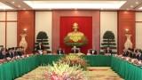 越共第十三届中央政治局与越共第十二届中央政治局委员、书记处书记和中央委员举行见面会