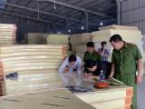 Xưởng sản xuất nệm mút giả ngay giữa khu dân cư