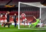 Arsenal tự làm khó ở Europa League