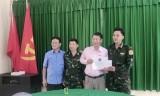 Hiệp hội Cơ - Điện tỉnh Bình Dương tặng nhiều phần quà cho chiến sĩ đồn biên phòng