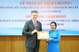 VUFO presents friendship insignia to US ambassador