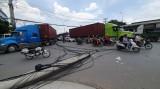 Gãy 2 trụ điện viễn thông khiến giao thông hỗn loạn trên đường ĐT743