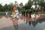 Lãnh đạo tỉnh và các sở, ngành, địa phương, lực lượng vũ trang viếng nghĩa trang liệt sĩ