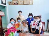 Thăm, tặng quà mẹ Việt Nam anh hùng