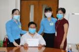 Liên đoàn lao động tỉnh thăm hỏi, tặng quà công nhân bị tai nạn lao động nặng