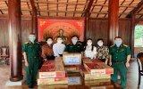 Nhiều phần quà tặng chiến sĩ Đồn biên phòng cửa khẩu Hoàng Diệu
