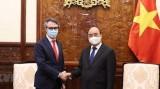国家主席阮春福会见欧盟驻越南代表团团长乔治•阿里贝蒂大使