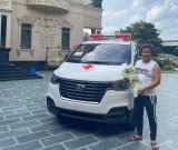 Thêm một xe cấp cứu chở bệnh nhân nghèo