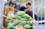 Thành đoàn Dĩ An: Trao hỗ trợ 650kg gạo cho người dân khu phong tỏa