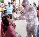 Lấy mẫu gộp xét nghiệm cho 46.000 người dân ở Tân Phước Khánh