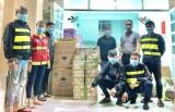 Đội SOS TP.Thủ Dầu Một và TX.Tân Uyên: Trao hỗ trợ tại khu vực phong tỏa ở phường Tân Phước Khánh
