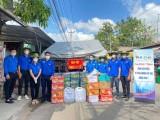 Thành đoàn Thuận An tiếp tục thăm, tặng quà tại các khu phong toả trên địa bàn