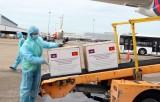 Tiếp nhận lô hàng do Campuchia hỗ trợ Việt Nam chống dịch COVID-19
