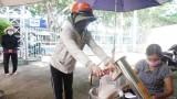 Nỗ lực kiểm soát dịch bệnh, bảo đảm đời sống người dân