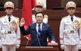 NA Chairman Vuong Dinh Hue takes oath