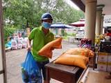 Hỗ trợ 300 phần quà cho công nhân, người lao động ở trọ