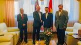 越南驻斯洛伐克大使阮俊会见斯洛伐克共产党主席