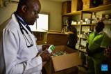 Bác sỹ Cameroon điều chế