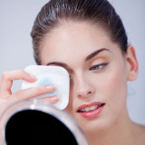 Những thói quen trang điểm có hại cho làn da