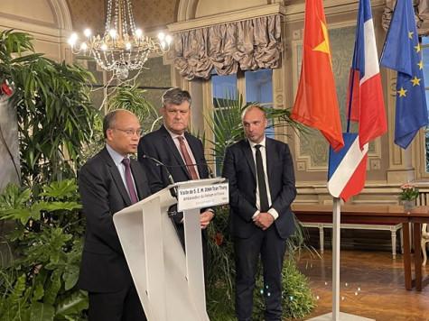 Vietnam strengthens economic exchange with French localities